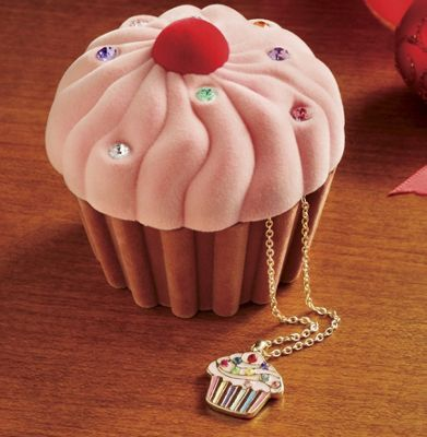 Cupcake Box and Necklace Set
