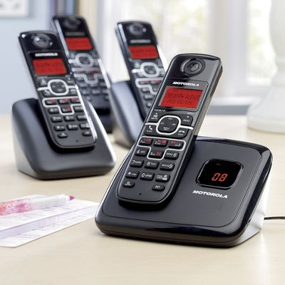 4-handset Cordless Phone Bundle by Motorola