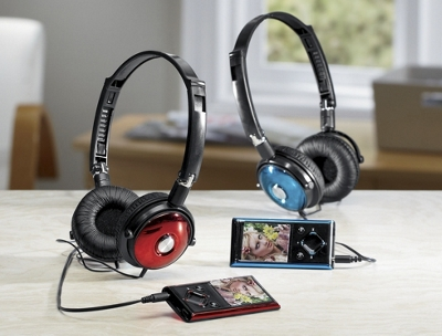 8 GB MP3 Player with Headphones
