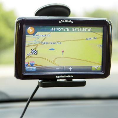 5 Inch GPS with Lifetime Maps by Magellan