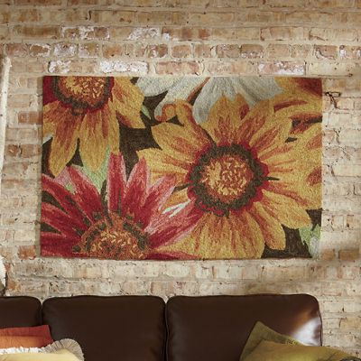 Hand-Hooked Floral Indoor/Outdoor Rug