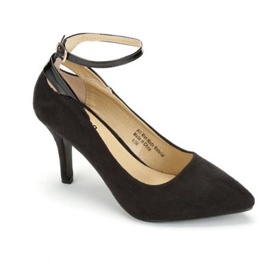 Ankle Wavy Pump by Monroe & Main