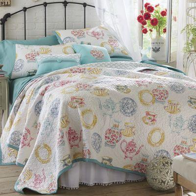 Villa Oversized Quilt, Sham and Pillows