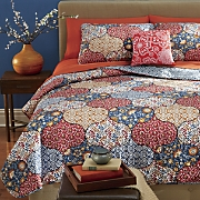 alice quilt set and decorative pillow