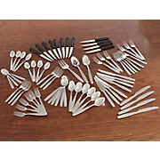 75 pc  flatware set
