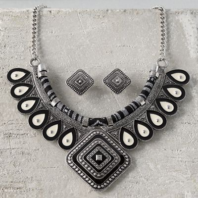 Black/Ivory Necklace/Earring Set