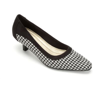 Houndstooth Pump by Classique