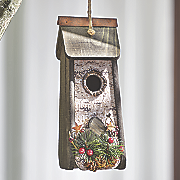 winter birdhouse