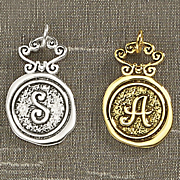 round initial name charm