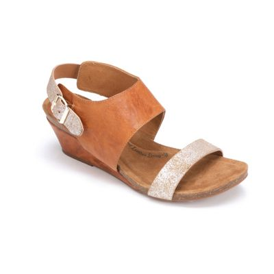 Vanita Wedge by Sofft