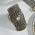 Crystal/Medallion Stretch Ring
