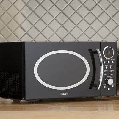 .9 Cu. Ft. Microwave Oven by RCA