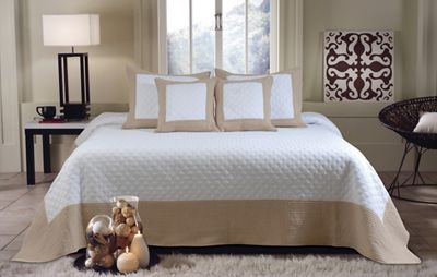 Brentwood Bedspreadspread Set and Decorative Pillows