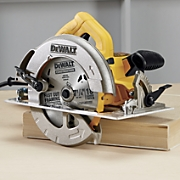 lightweight circular saw by dewalt