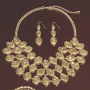 oval glitter necklace
