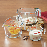 4 pc  measuring cup set by pyrex